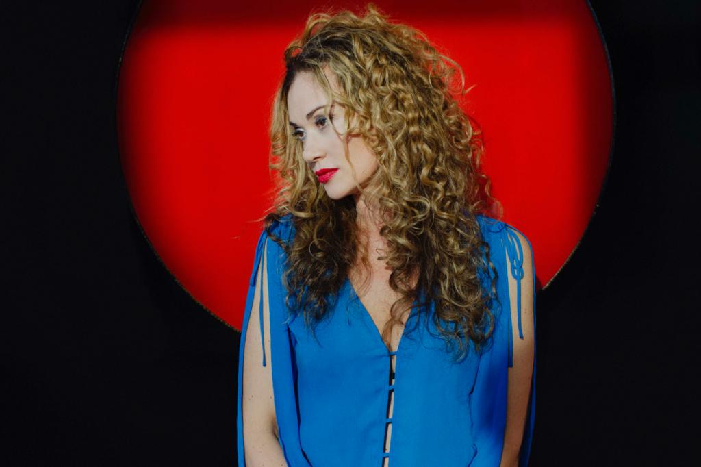 photo of blues/soul singer Dana Fuchs